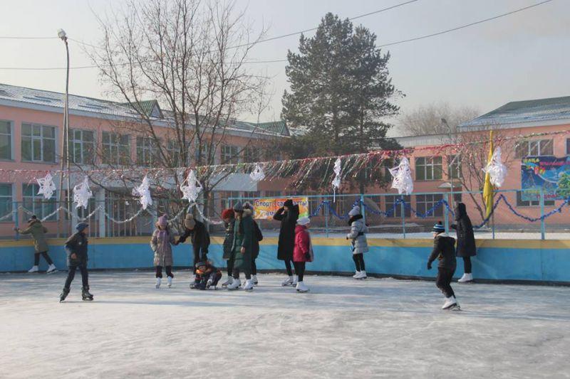6 января для обучающихся Дворца школьников была организована поездка на каток.