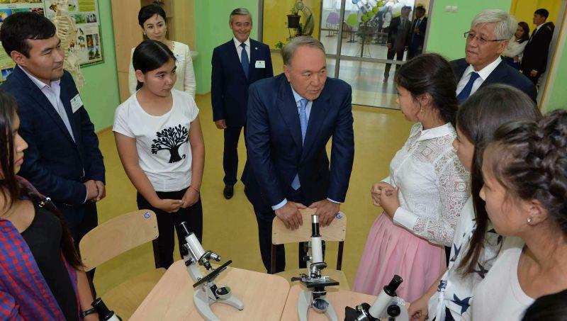 Глава государства в рамках рабочего визита в Талдыкорган посетил социальные объекты, предназначенные для юношества и молодежи.